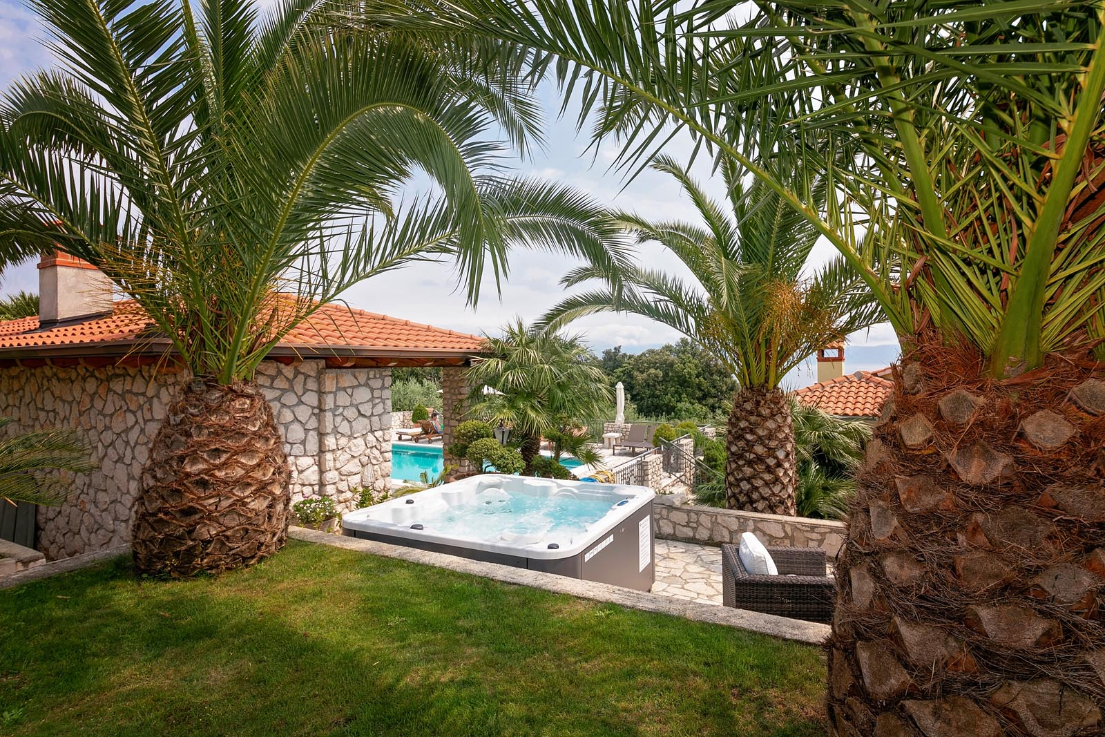 Private terrace with jacuzzi and access to the swimming pool